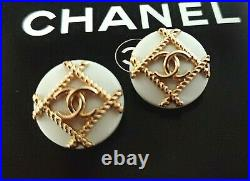 10 STAMPED CHANEL STEEL BUTTONS WHITE AND GOLD CC LOGO 17.7 mm 0.70 lot of 10